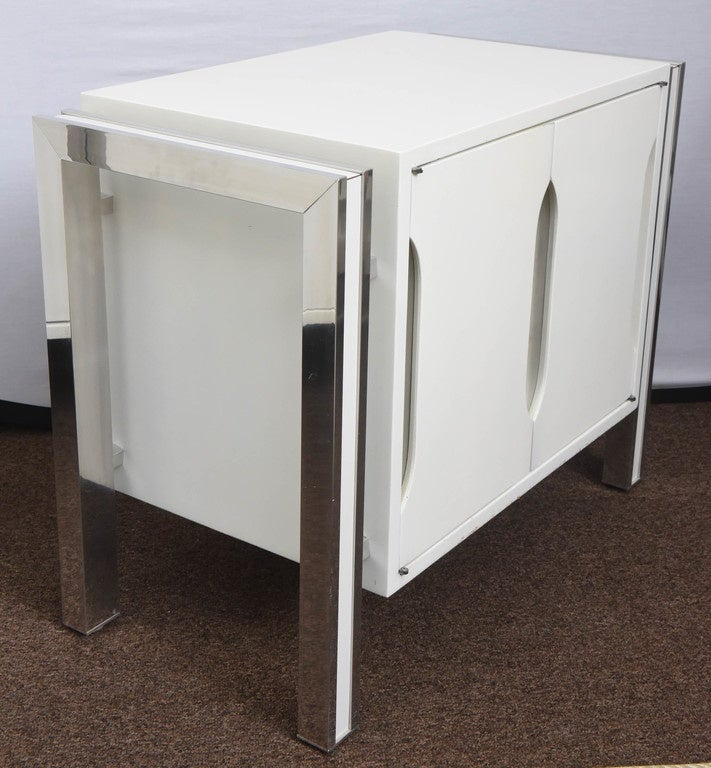 1970s Mod Pair Of White And Chrome Night Stands At 1stdibs