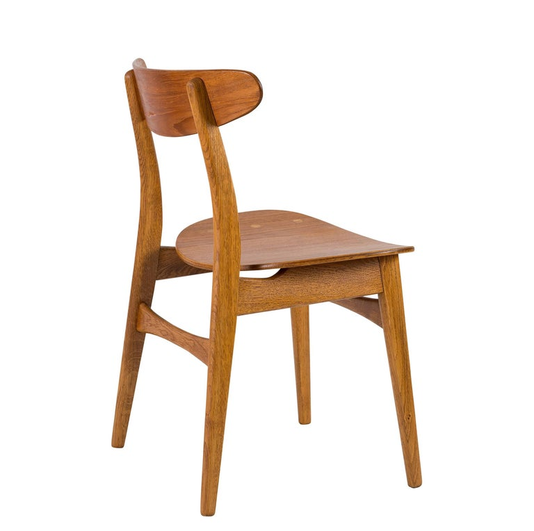 Oak Set of Eight Hans Wegner CH 30 Dining Chairs For Sale