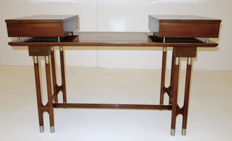 Mid-Century Modern Writing Desk or Vanity In Excellent Condition For Sale In New York, NY