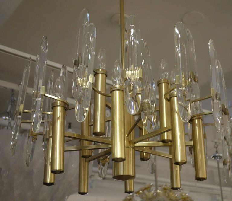 Italian Mid-Century Sciolari 12-Light Brass and Crystal Chandelier In Excellent Condition For Sale In New York, NY