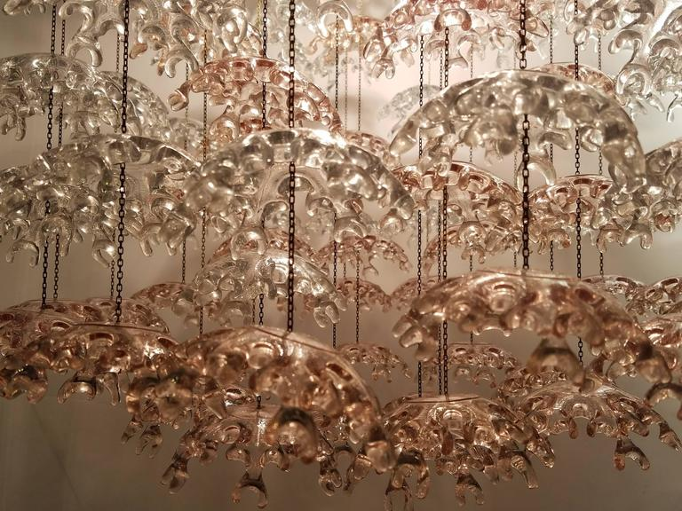 Unique Italian Mid-Century Murano Clear and Blush Cascading Chandelier In Excellent Condition For Sale In New York, NY