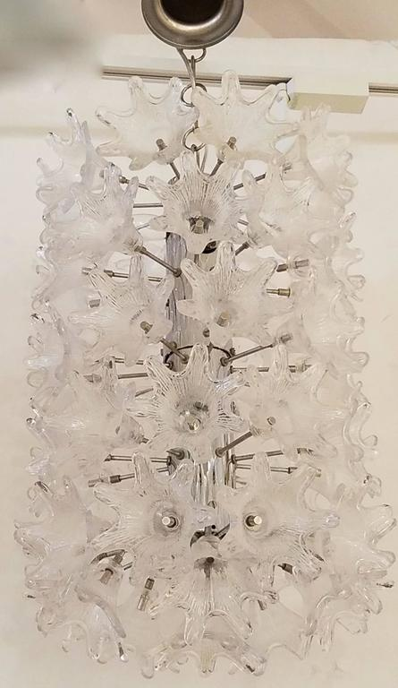 Mid-Century Italian Clear Floral Murano Glass and Chrome Chandelier In Excellent Condition For Sale In New York, NY
