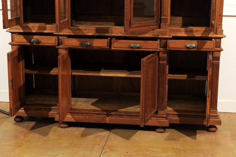French Pitch Pine Glass Doors Breakfront Bookcase from the Turn of the Century For Sale 4