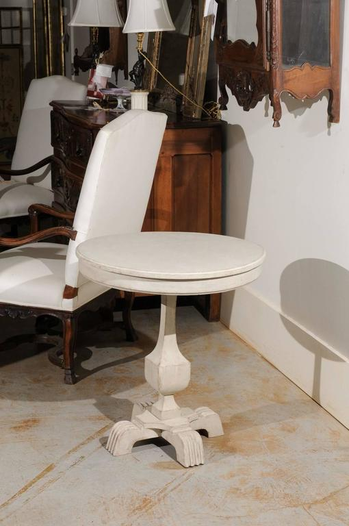 Swedish Cream Painted Wood Guéridon Table with Pedestal Base, circa 1890 In Good Condition For Sale In Atlanta, GA