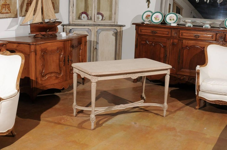 Swedish Gustavian Style Painted Wood Coffee Table with Fluted Legs, circa 1920 In Good Condition For Sale In Atlanta, GA