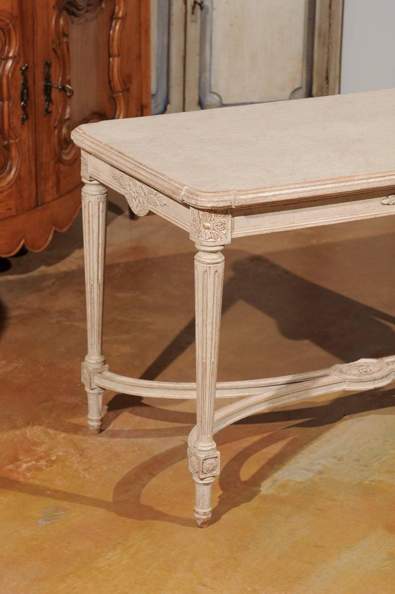 20th Century Swedish Gustavian Style Painted Wood Coffee Table with Fluted Legs, circa 1920 For Sale
