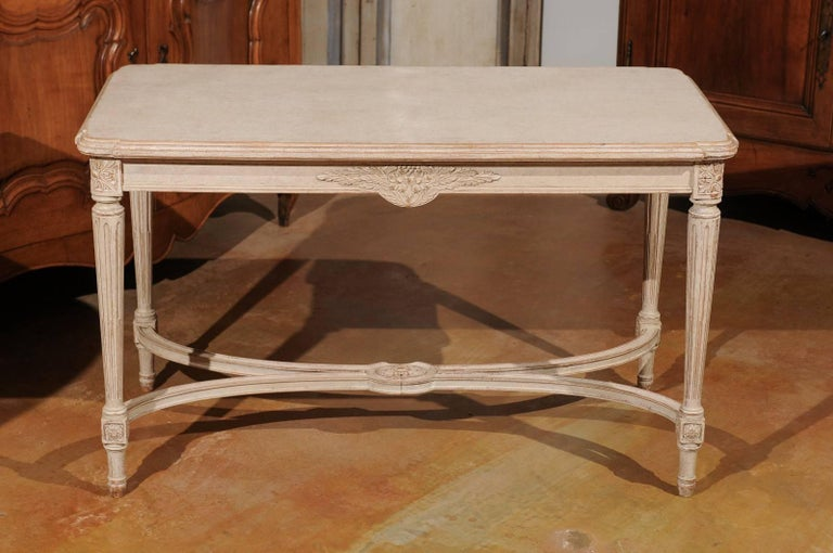 Swedish Gustavian Style Painted Wood Coffee Table with Fluted Legs, circa 1920 For Sale 2