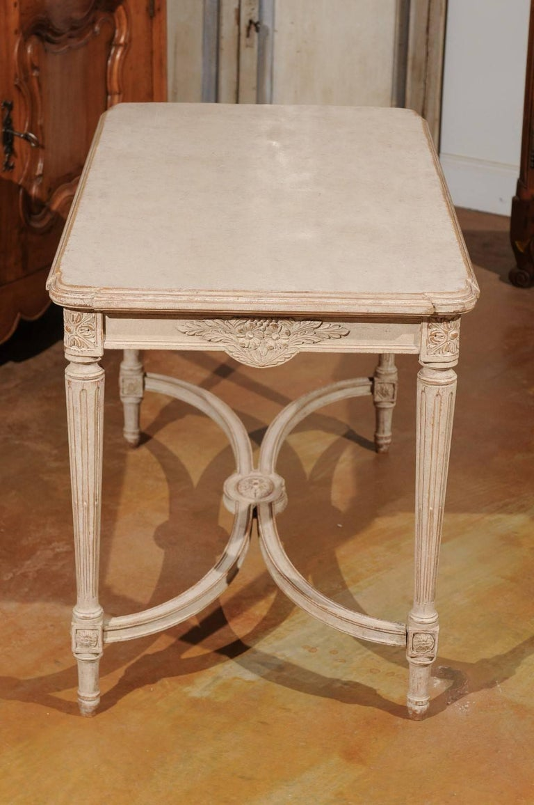Swedish Gustavian Style Painted Wood Coffee Table with Fluted Legs, circa 1920 For Sale 3