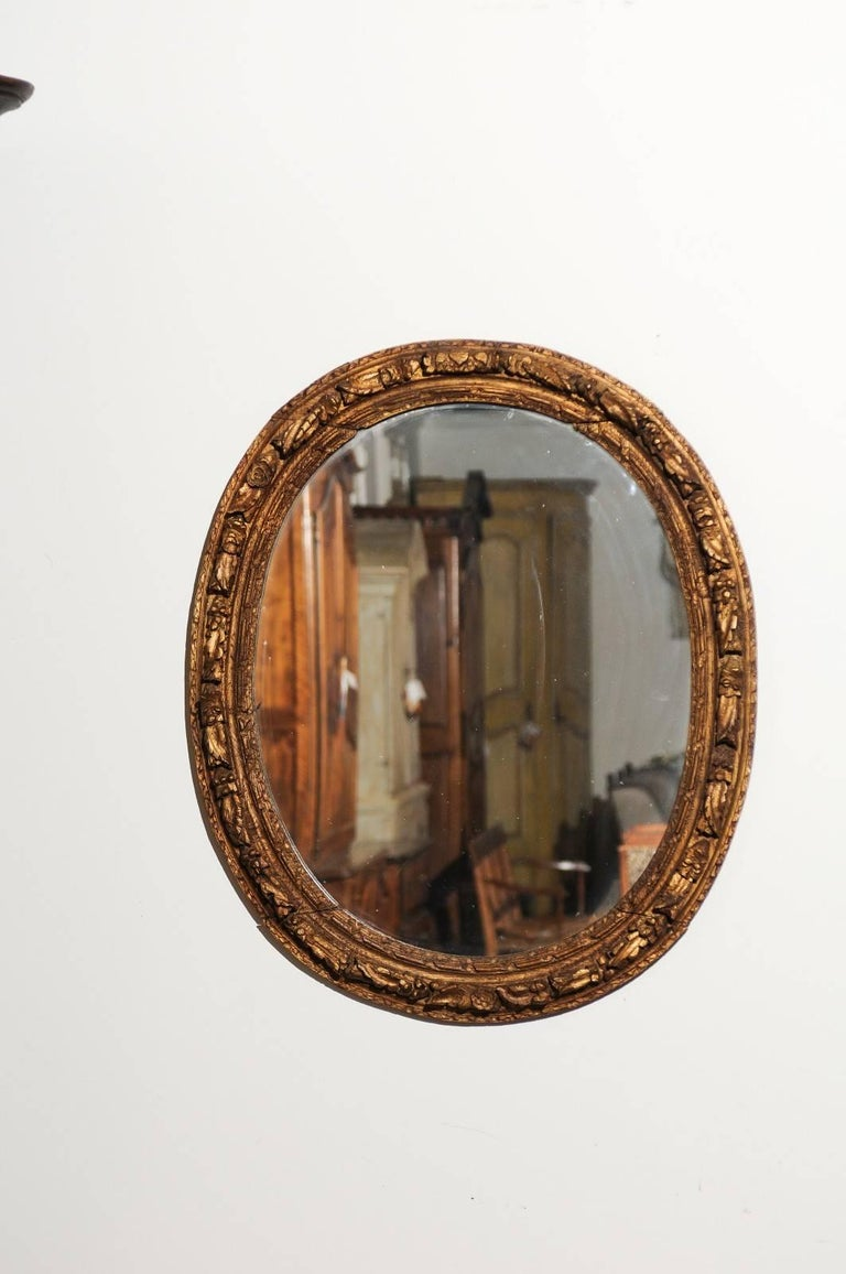 French Louis XIV Period 1710s Giltwood Oval Mirror with Carved Rosettes In Good Condition For Sale In Atlanta, GA