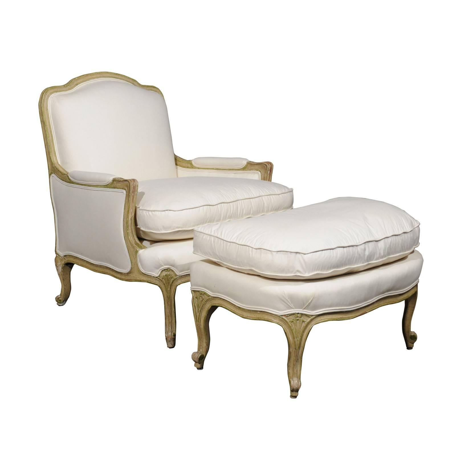 Attirant Louis XV French Bergère Chair And Ottoman From The 18th Century,  Reupholstered For Sale
