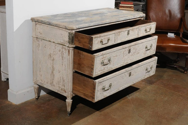 French Neoclassical 1810 White Painted Three-Drawer Commode with Bronze Mounts For Sale 2