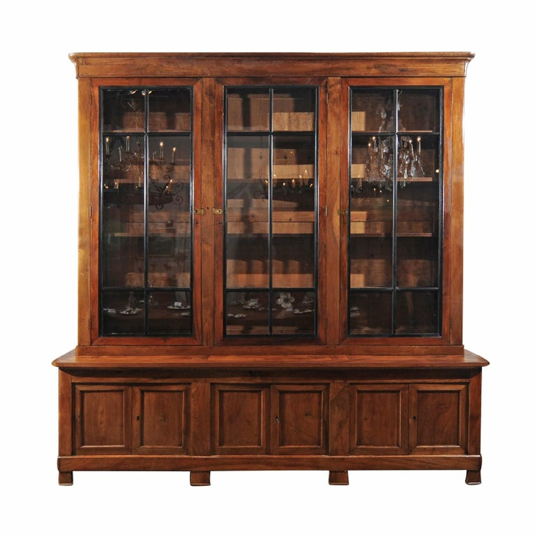 French Directoire 19th Century Large Blond Walnut Bookcase With
