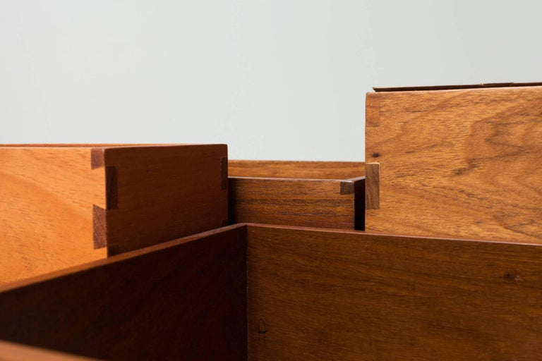 Toto Bar Trolley by Isay Weinfeld 8