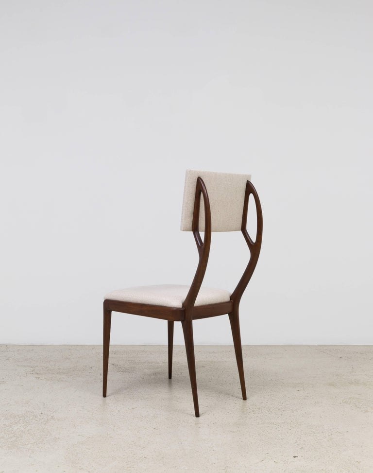GS4 dining chair was designed in the 1940s by architect Giuseppe Scapinelli. 