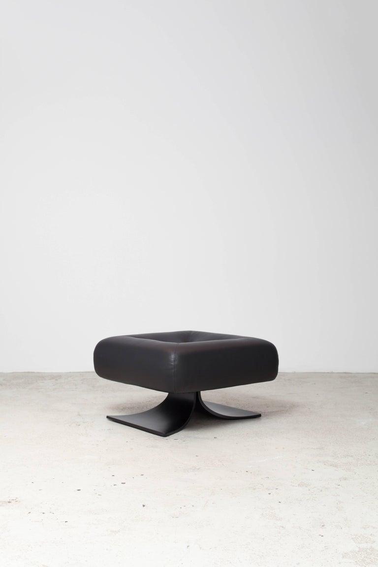 Alta Chair and Ottoman by Oscar Niemeyer 3