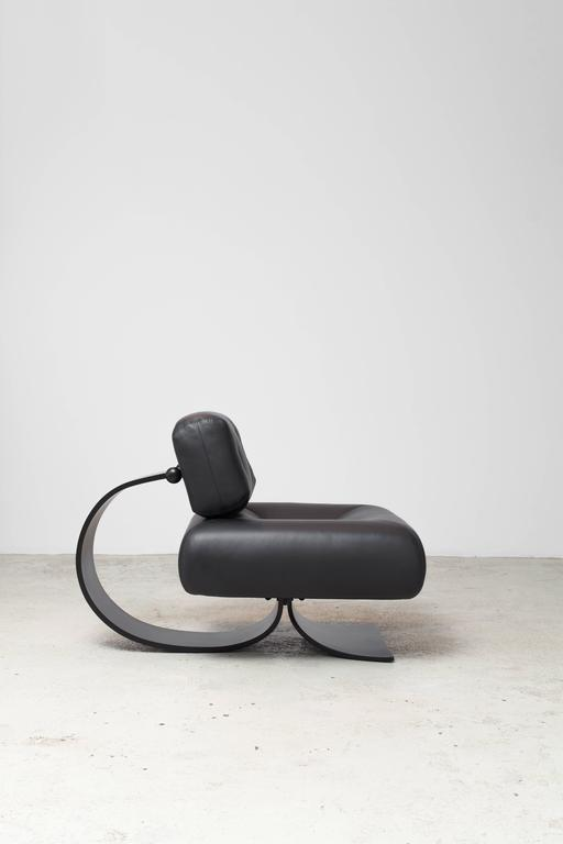 Alta Chair and Ottoman by Oscar Niemeyer In Excellent Condition For Sale In New York, NY