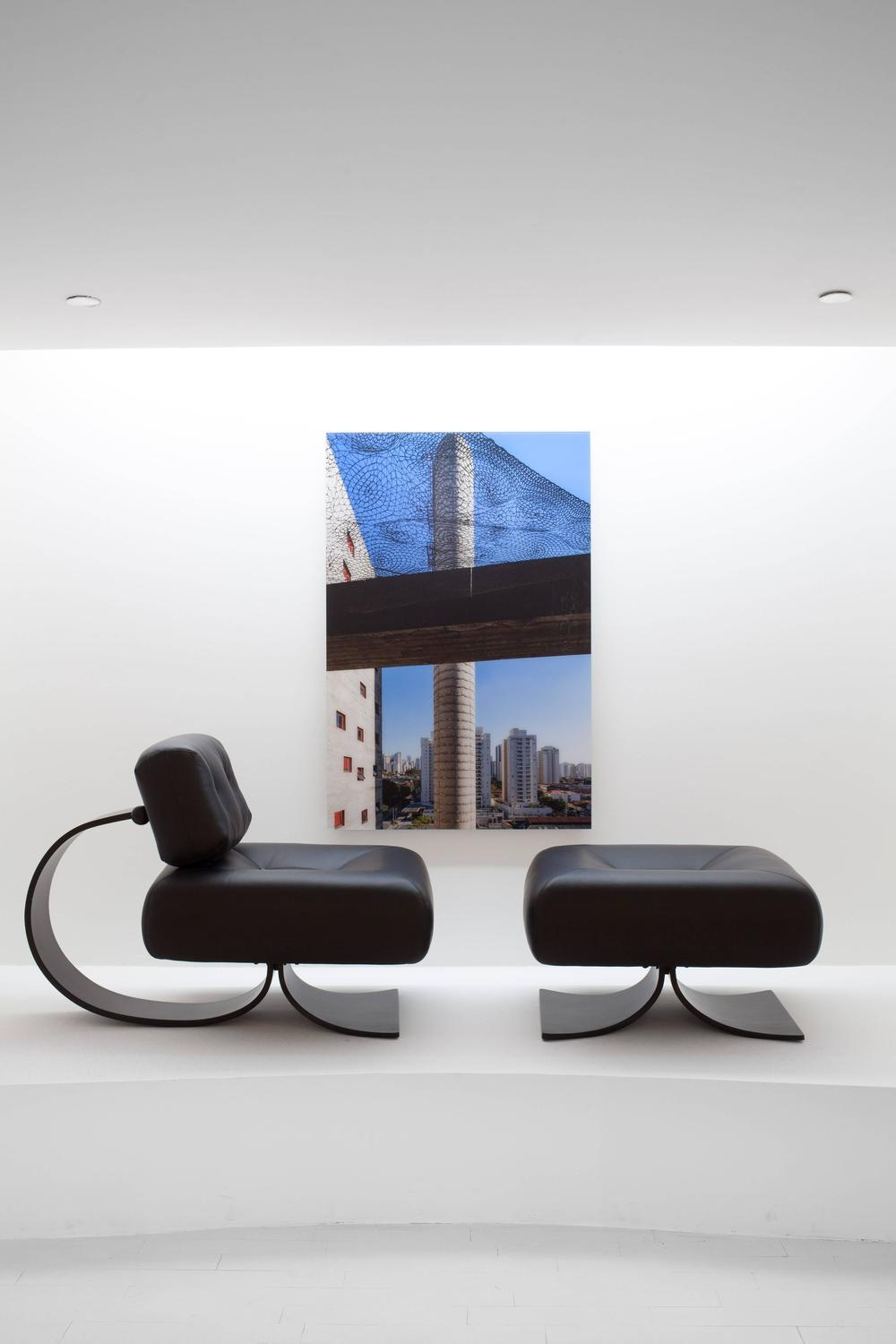 alta chair and ottoman by oscar niemeyer for sale at 1stdibs. Black Bedroom Furniture Sets. Home Design Ideas