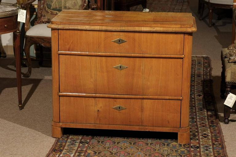 Petite Biedermeier in Ash with Three Drawers and Ebonized Detail, ca. 1830 For Sale 3