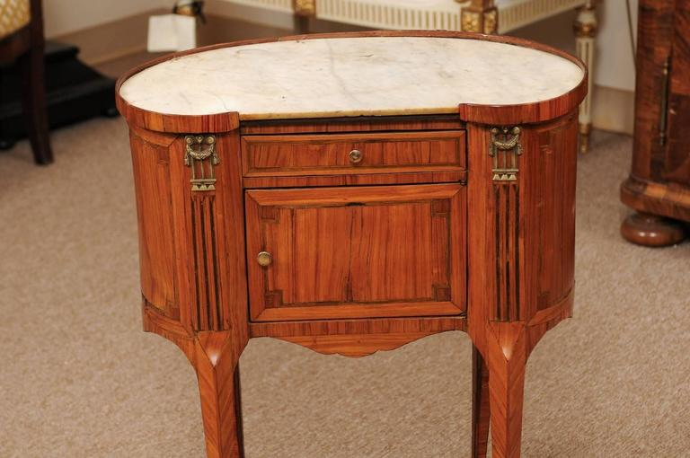 18th Century French Louis XVI Period Kidney Shaped Tulipwood Table with Marble For Sale 3