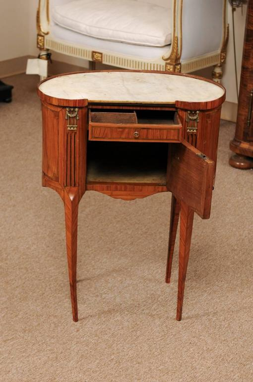 18th Century French Louis XVI Period Kidney Shaped Tulipwood Table with Marble For Sale 5