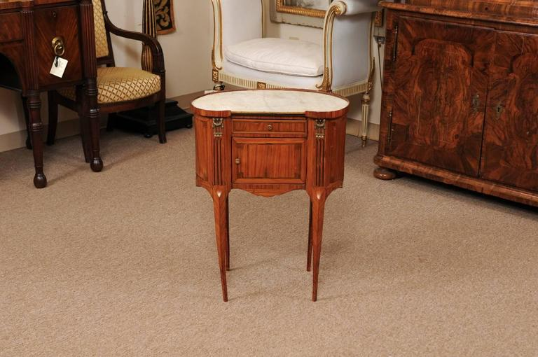 18th Century French Louis XVI Period Kidney Shaped Tulipwood Table with Marble In Good Condition For Sale In Atlanta, GA