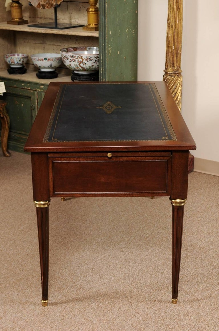 louis xvi style french mahogany bureau plat or writing desk for sale at 1stdibs. Black Bedroom Furniture Sets. Home Design Ideas