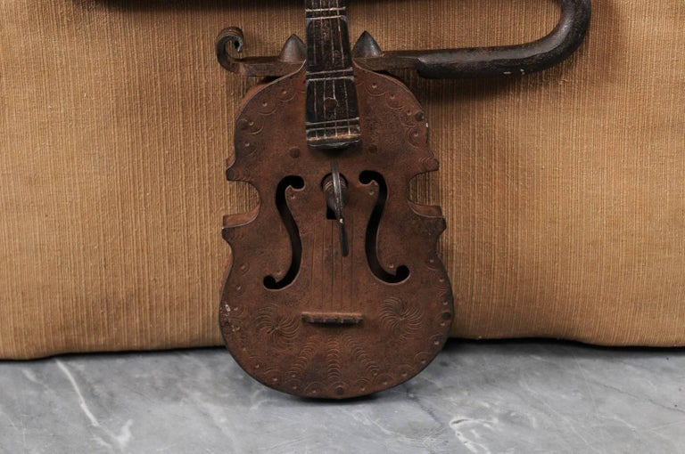 Late 18th-Early 19th Century Iron Gate Lock in the Form of a Violin, Continental In Good Condition For Sale In Atlanta, GA