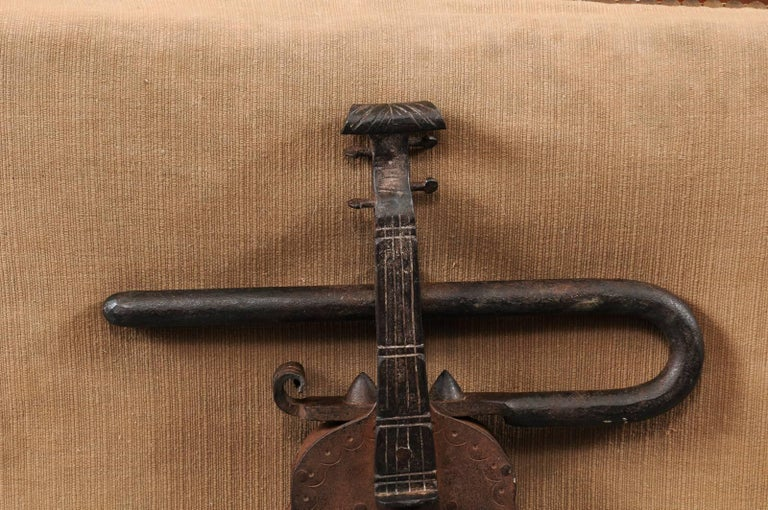 Late 18th-Early 19th Century Iron Gate Lock in the Form of a Violin, Continental For Sale 2