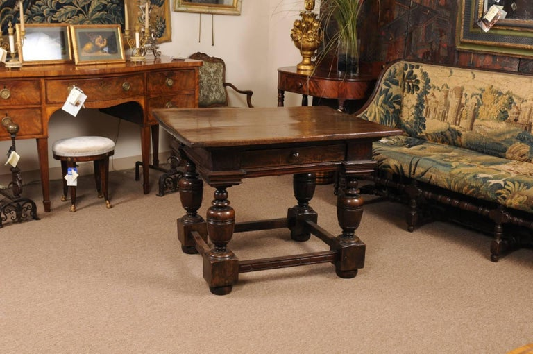Early 18th Century Italian Renaissance Style Walnut Centre Table In Good Condition For Sale In Atlanta, GA
