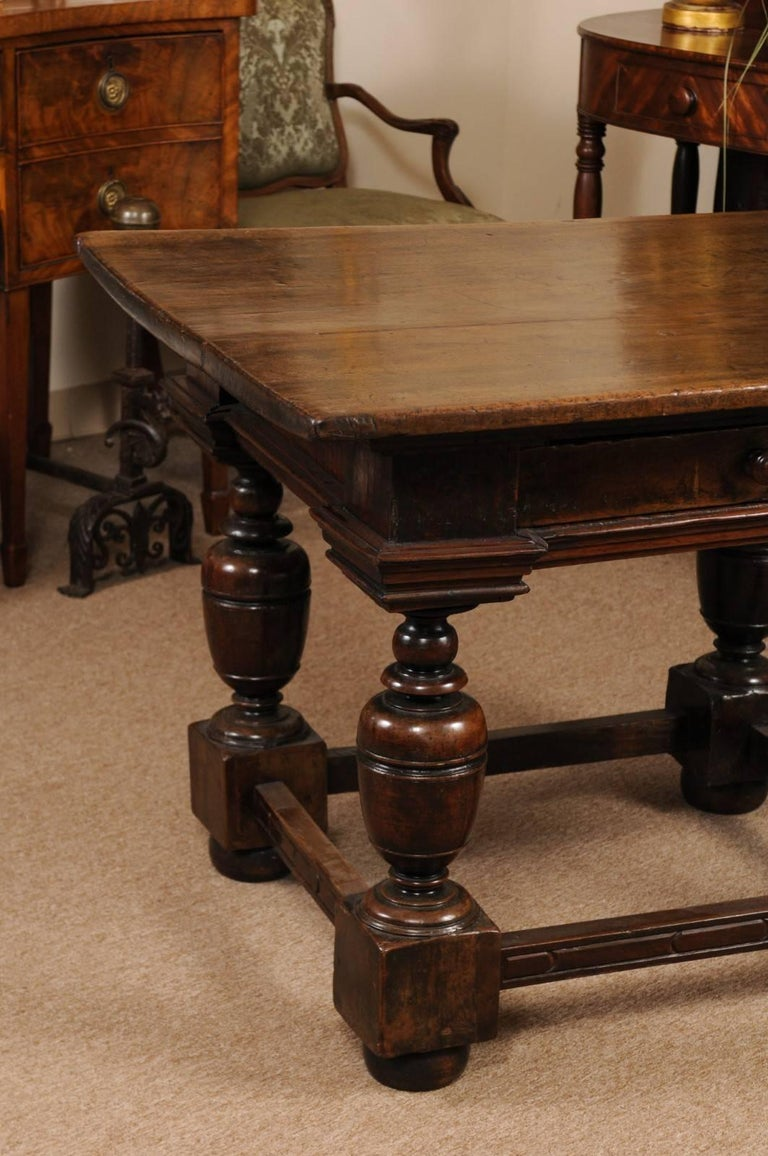 Early 18th Century Italian Renaissance Style Walnut Centre Table For Sale 1