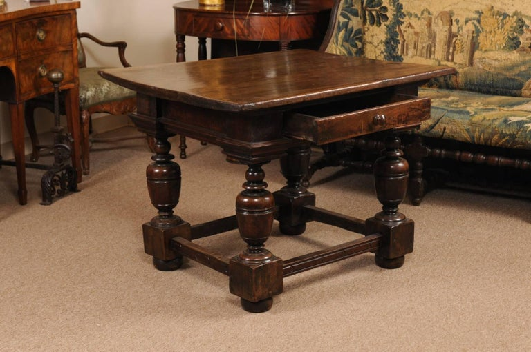 Early 18th Century Italian Renaissance Style Walnut Centre Table For Sale 2