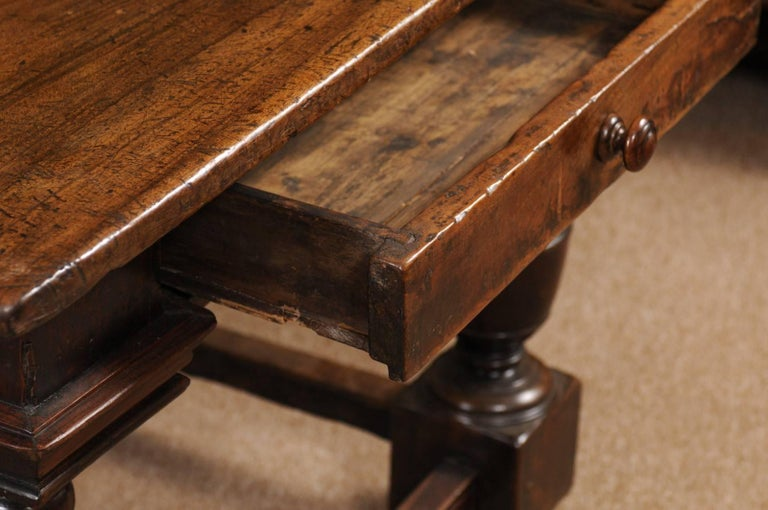 Early 18th Century Italian Renaissance Style Walnut Centre Table For Sale 3
