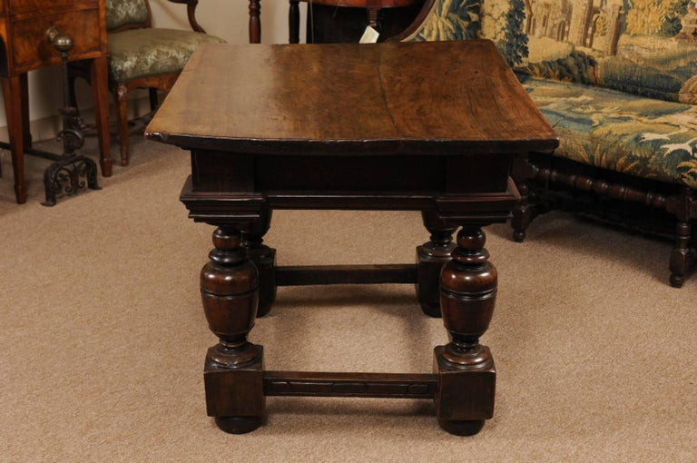 Early 18th Century Italian Renaissance Style Walnut Centre Table For Sale 5