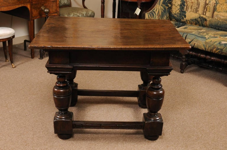 Early 18th Century Italian Renaissance Style Walnut Centre Table For Sale 7