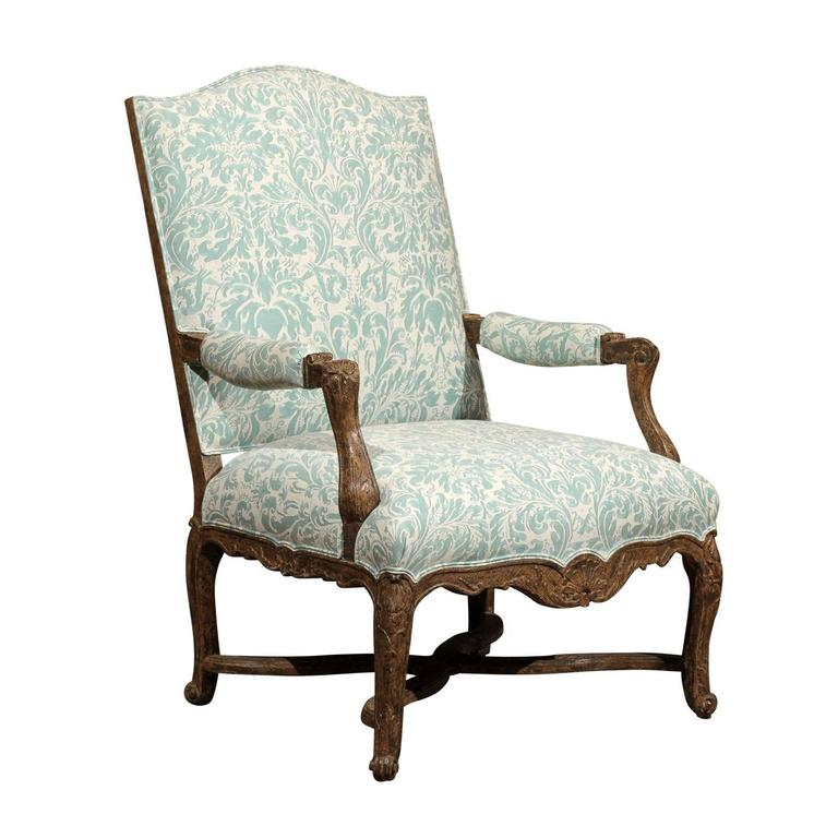 Regence style vintage painted fauteuil with shell carving