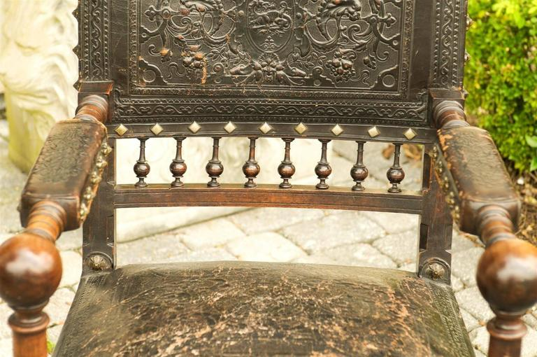 French 19th Century Embossed Leather Upholstered Wooden Armchair with Open Arms For Sale 2