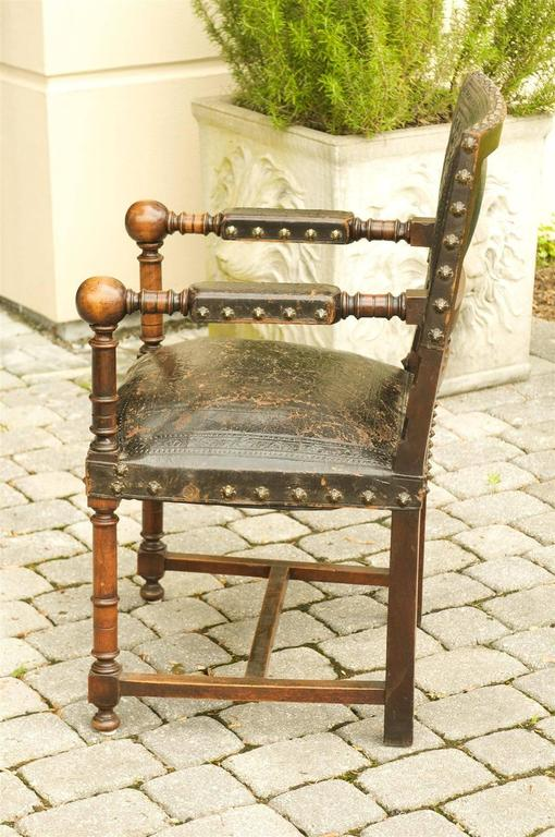 French 19th Century Embossed Leather Upholstered Wooden Armchair with Open Arms For Sale 3