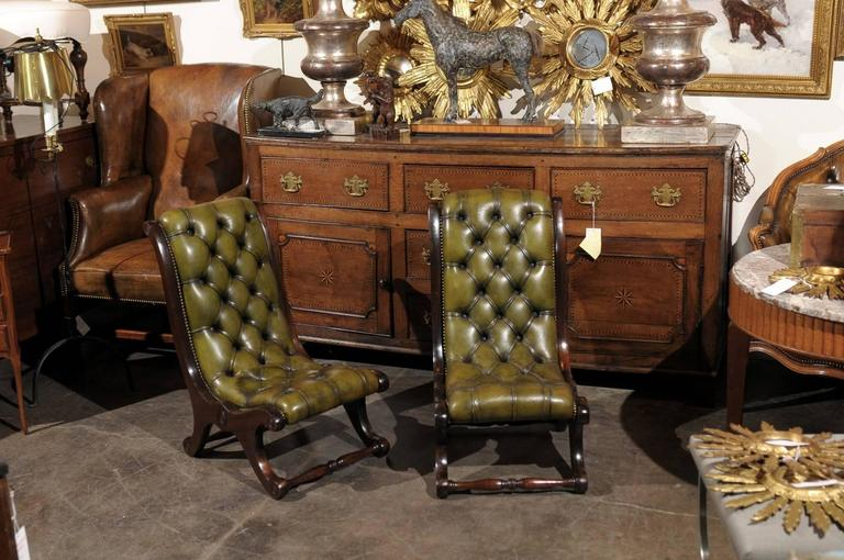 Pair Of English Green Leather Turn The Century Tufted Slipper Chairs In Excellent Condition For