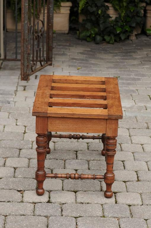 English Mahogany Luggage Rack from the Late 19th Century with Turned Legs For Sale 1