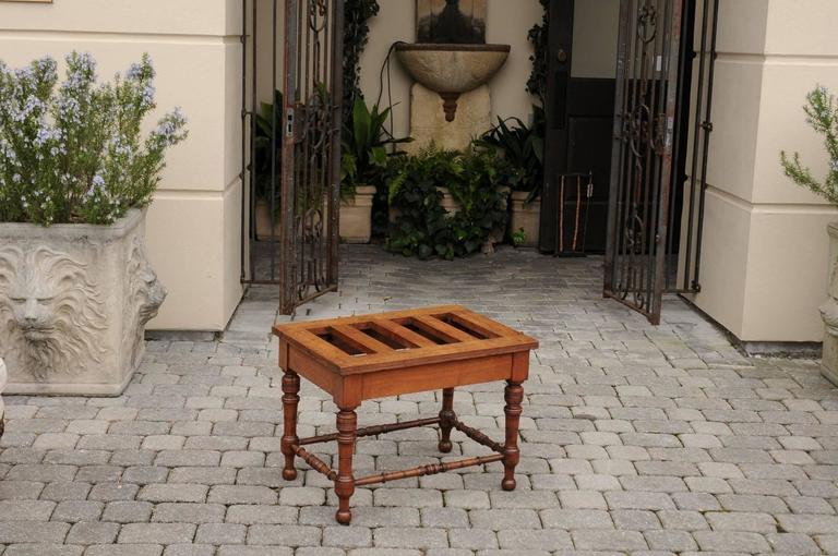 English Mahogany Luggage Rack from the Late 19th Century with Turned Legs In Good Condition For Sale In Atlanta, GA