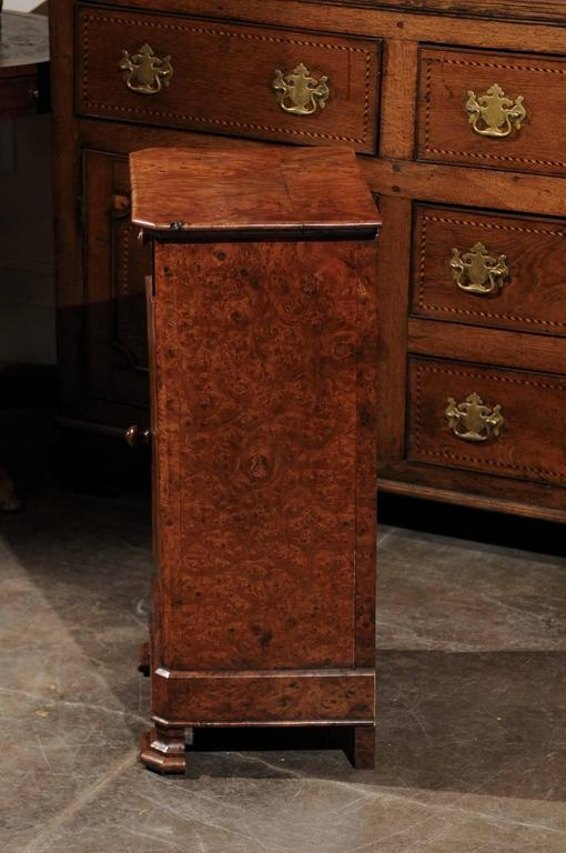 English Burl Wood Pot Cupboard from the 1880s with Single Drawer and Door For Sale 3