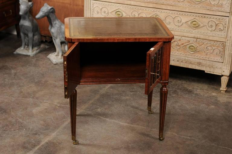 English 1920s Mahogany End Table With Leather Top And Faux