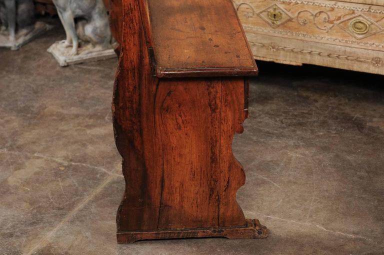 English Early 19th Century Walnut Bench with Pierced Back and Swag Motifs For Sale 3