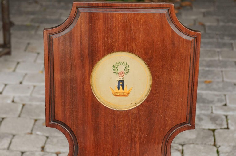 English 1840s Wooden Hall Chair with Cartouche-Shaped Back and Painted Crest For Sale 3