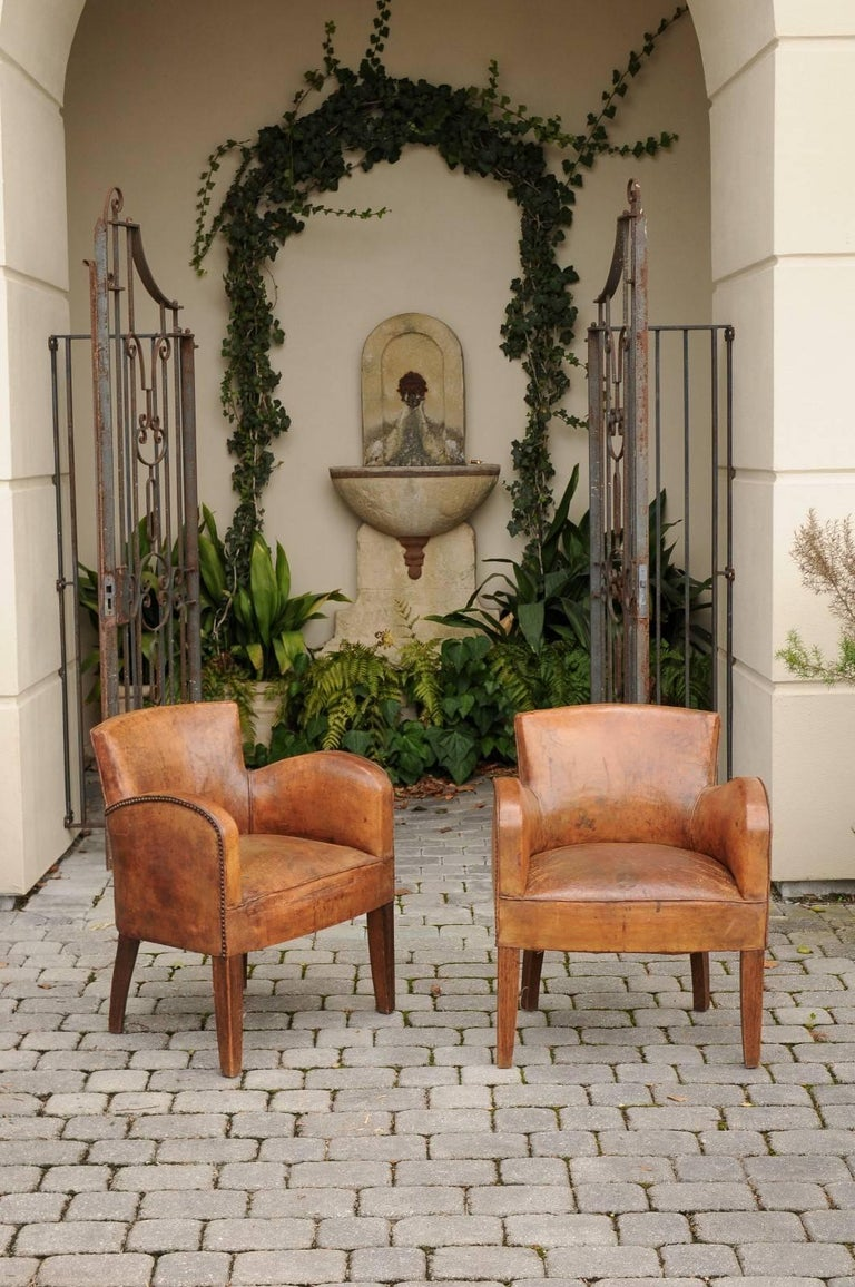 Turn of the century furniture - Pair Of English Turn Of The Century Leather Club Chairs With Nailhead Surround 3