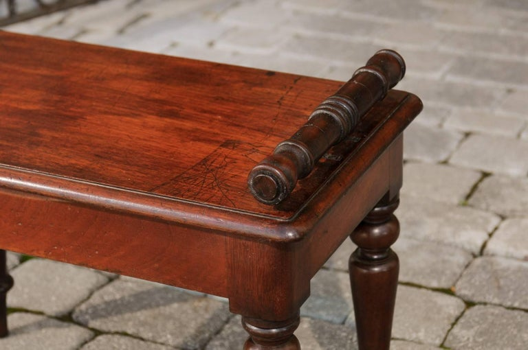English 1870s Mahogany Hall Bench with Cylindrical Armrests and Turned Legs For Sale 4