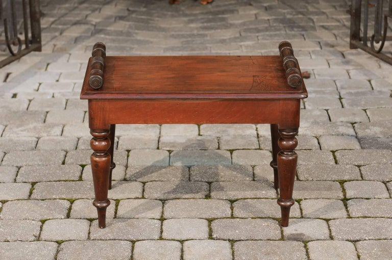 English 1870s Mahogany Hall Bench with Cylindrical Armrests and Turned Legs For Sale 3