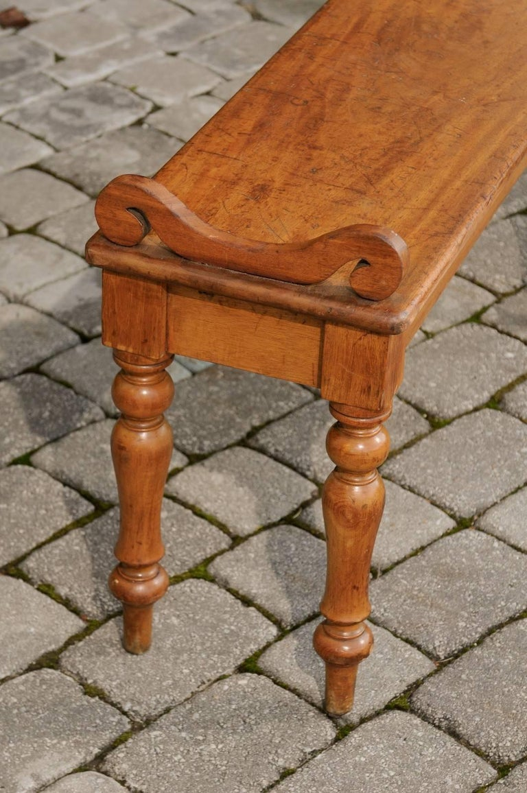Wood English Petite Oak Hall Bench with Turned Legs and Curly Arm Supports circa 1900 For Sale