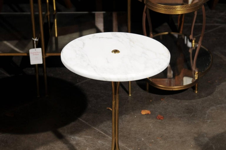 Italian Vintage Round Drinks Table with White Marble Top and Brass Pedestal Base In Good Condition For Sale In Atlanta, GA
