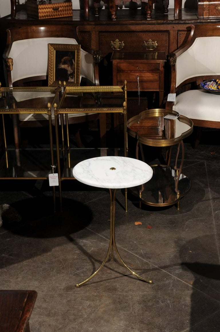 Mid-Century Modern Italian Vintage Round Drinks Table with White Marble Top and Brass Pedestal Base For Sale